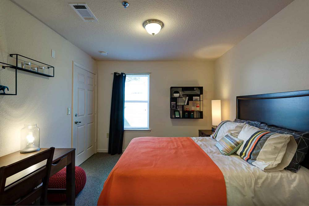Grove-At-Slippery-Rock-Pa-Bedroom-Unilodgers