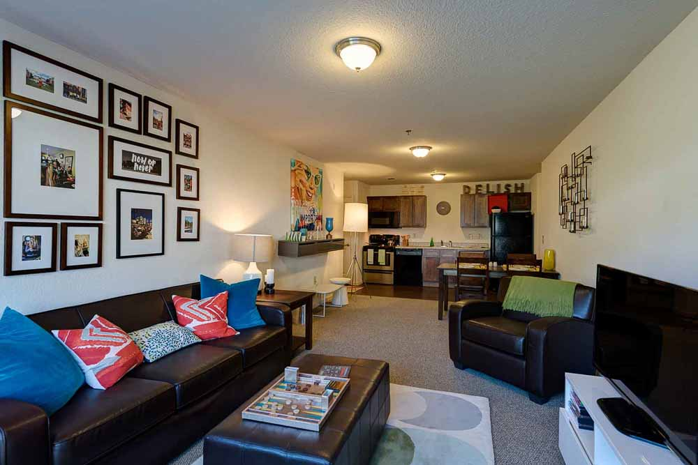 Grove-At-Slippery-Rock-Pa-Living-Room-Unilodgers