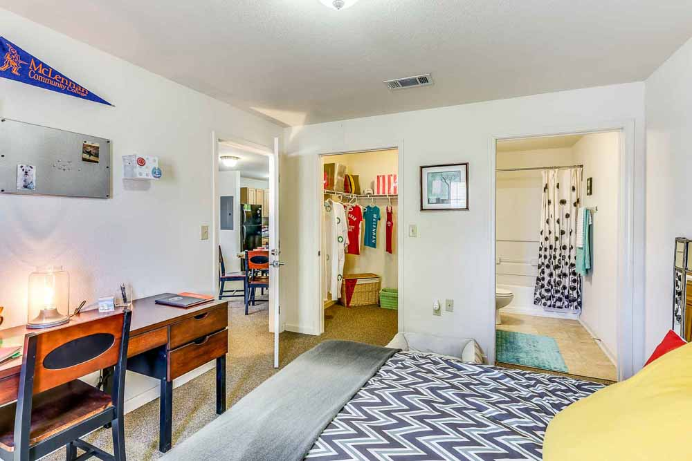 Grove-At-Waco-TX-Bedroom-Unilodgers