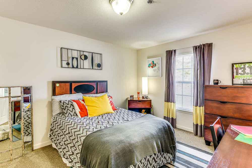 Grove-At-Waco-TX-Bedroom2-Unilodgers