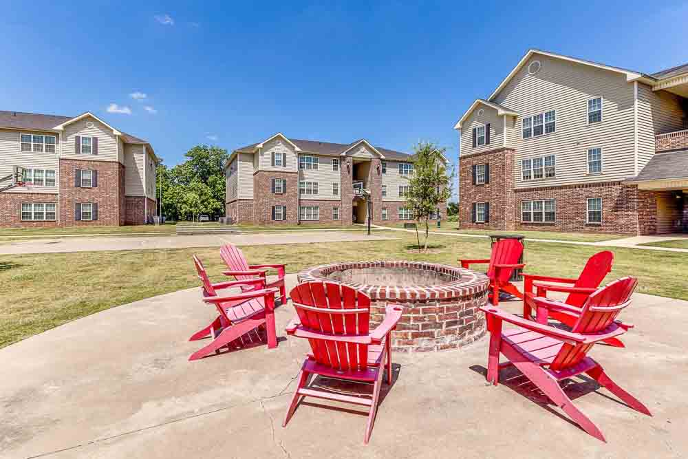 Grove-At-Waco-TX-Fire-Pit-Unilodgers