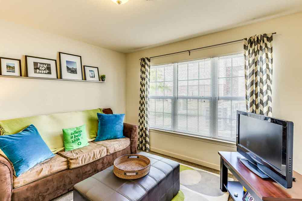 Grove-At-Waco-TX-Living-Room-Unilodgers