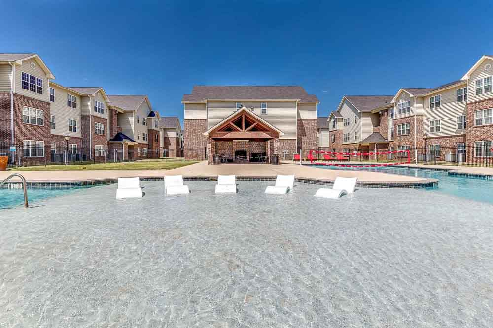 Grove-At-Waco-TX-Poolside-Unilodgers
