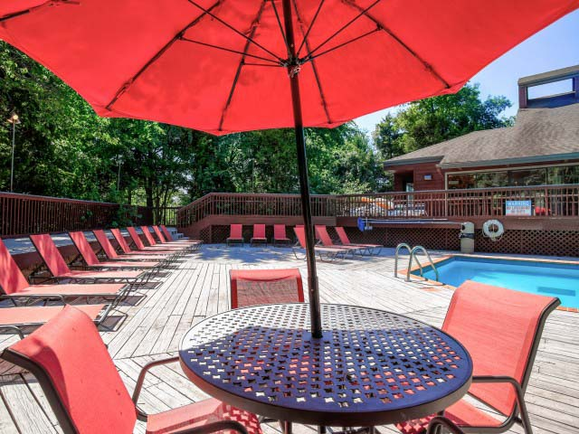 Hampton-Woods-Norman-OK-Swimming-Pool-With-Poolside-Cabanas-Unilodgers