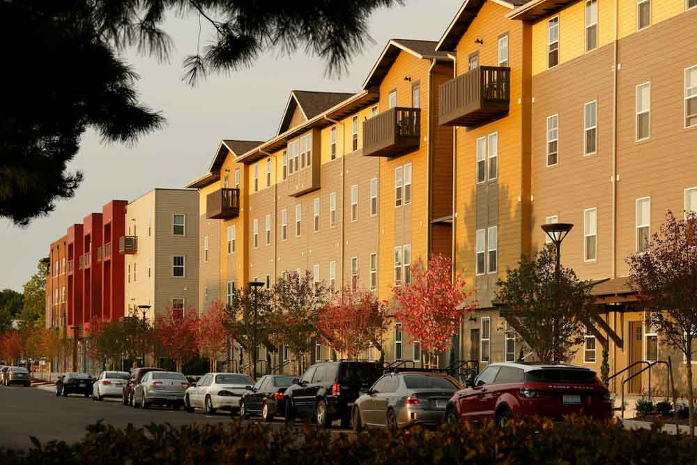 Hannah-Lofts-&-Townhomes-East-Lansing-MI-Exterior-With-Car-Parking-Unilodgers
