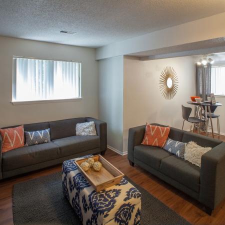 Hawks-Pointe-Lawrence-KS-Living-Room-Unilodgers