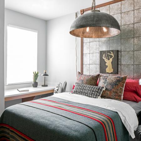 Hawks-Ridge-Iowa-City-IA-Bedroom-Unilodgers