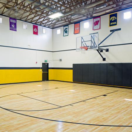 Hawks-Ridge-Iowa-City-IA-Indoor-Basketball-Court-Unilodgers