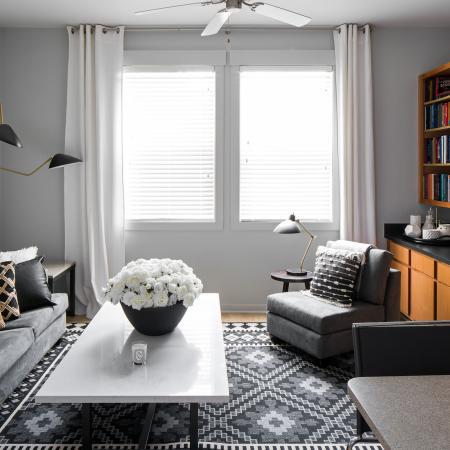 Hawks-Ridge-Iowa-City-IA-Living-Room-Unilodgers