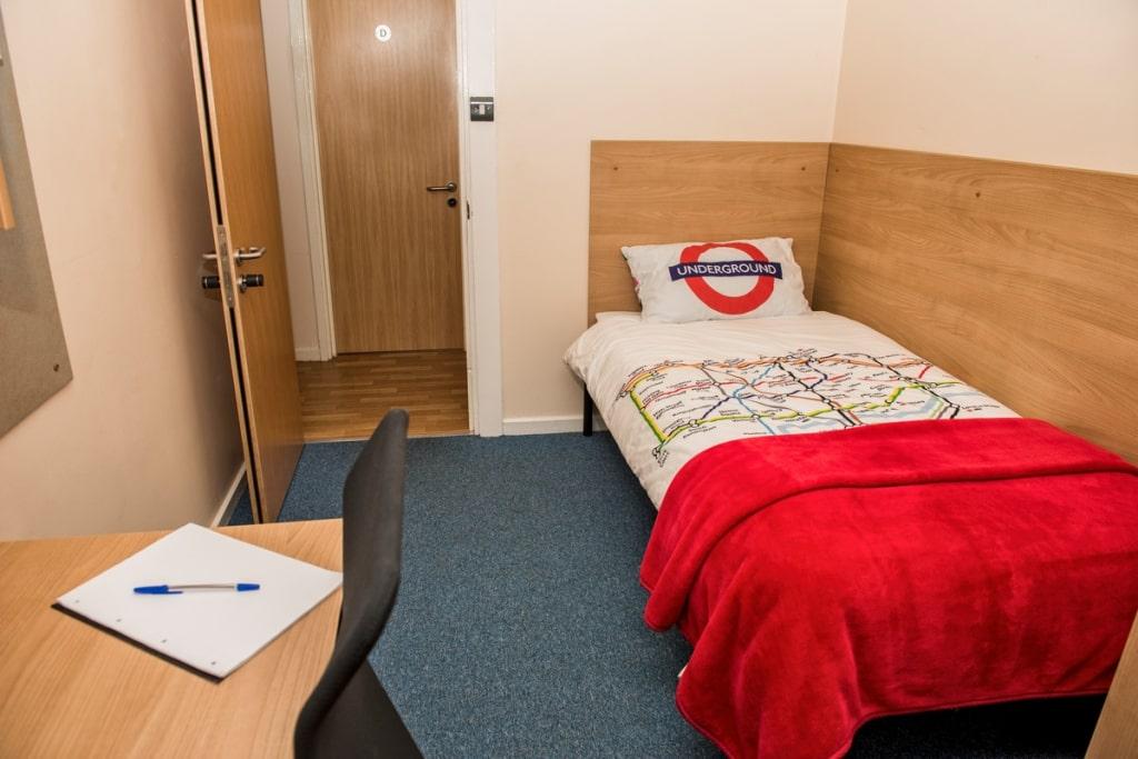 Hector-Boece-Court-Aberdeen-Bedroom-Unilodgers (1)