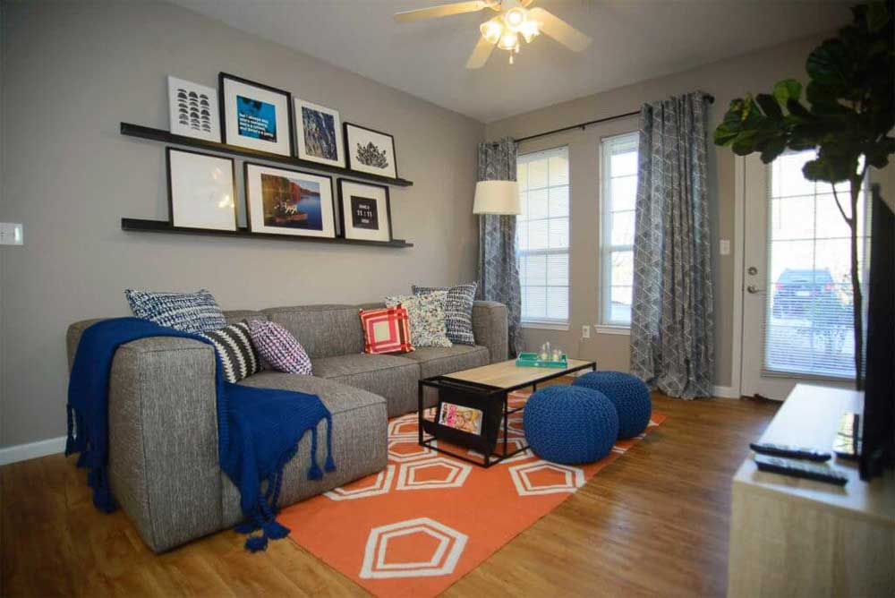 Hill-Place-Fayetteville-AR-Living-Room-Unilodgers