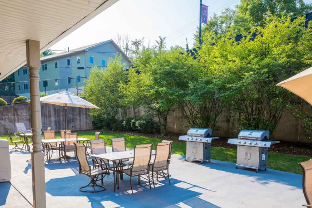 Honeysuckle-Apartments-Bloomsburg-PA-Outdoor-Courtyard-With-Bar-Be-Que-Area-Unilodgers