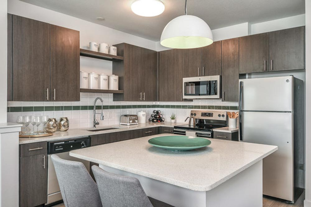 Hudson-At-East-Apartments-Orlando-FL-Kitchen-With-Breakfast-Bar-Unilodgers