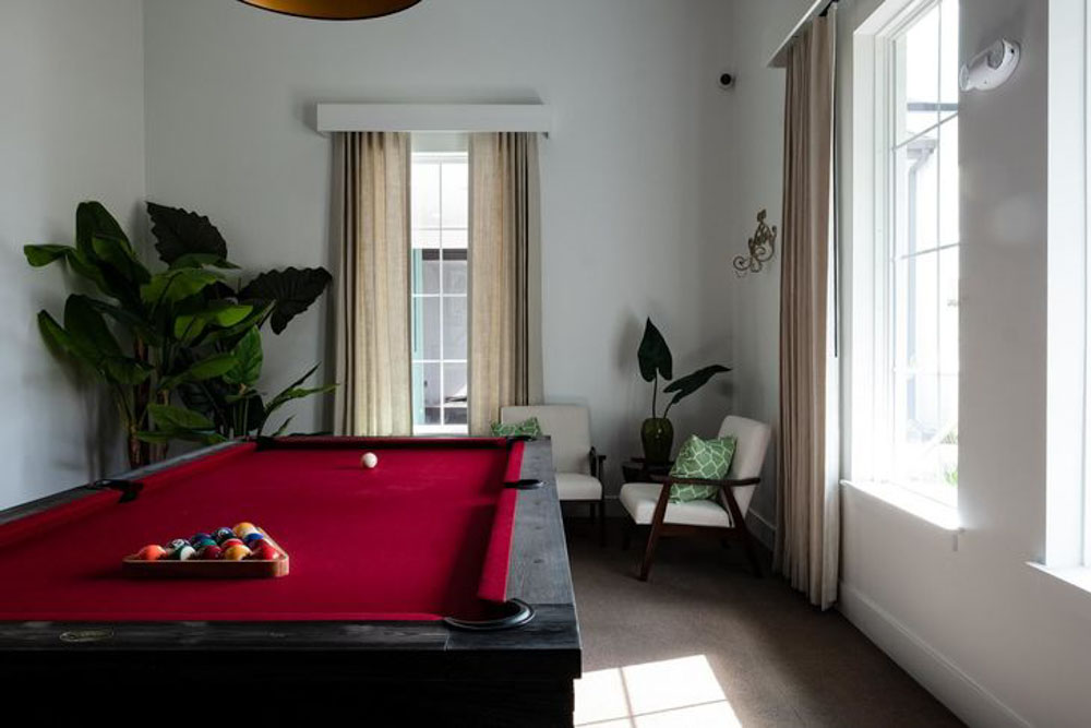 Hudson-At-East-Apartments-Orlando-FL-Pool-Table-Unilodgers