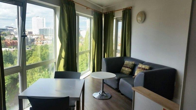 IQ-Broderick-House-Birmingham-Penthouse-Apartment-Bedroom-2-Unilodgers