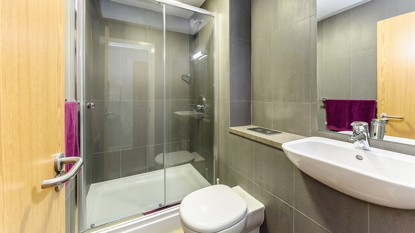 IQ-Broderick-House-Birmingham-Penthouse-Apartment-Bedroom-4-Unilodgers