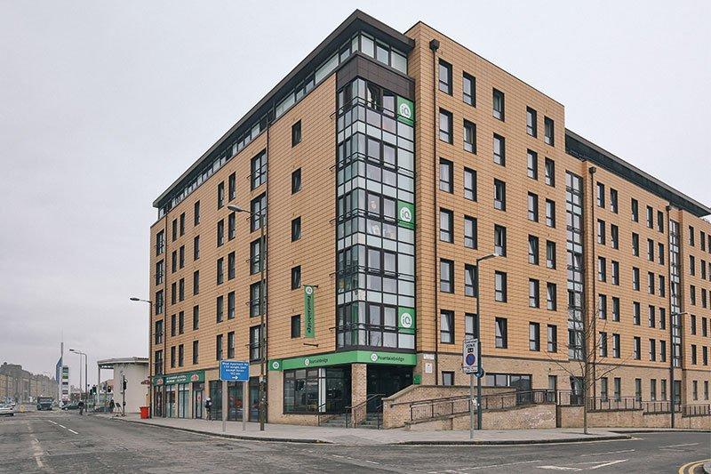 IQ-Fountainbridge-Edinburgh-Exterior-Unilodgers