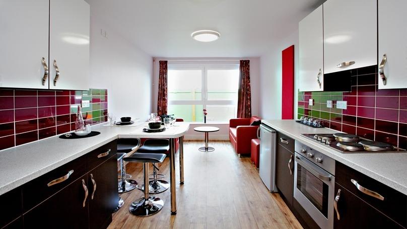 IQ-Fountainbridge-Edinburgh-Gold-En-Suite-Shared-Kitchen-Dining-Area-Unilodgers