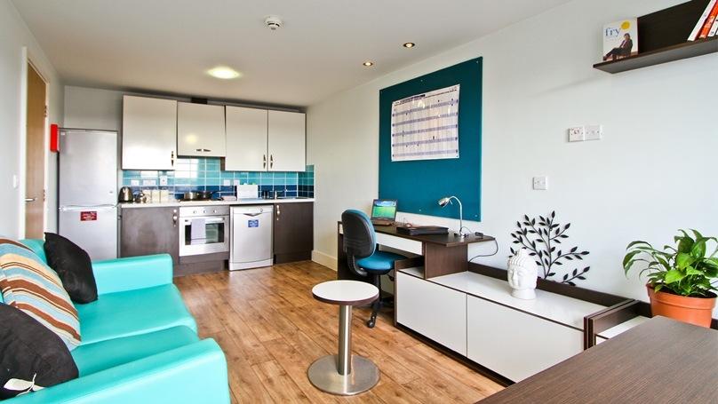 IQ-Fountainbridge-Edinburgh-Platinum-1-Bed-Flat-2-Unilodgers
