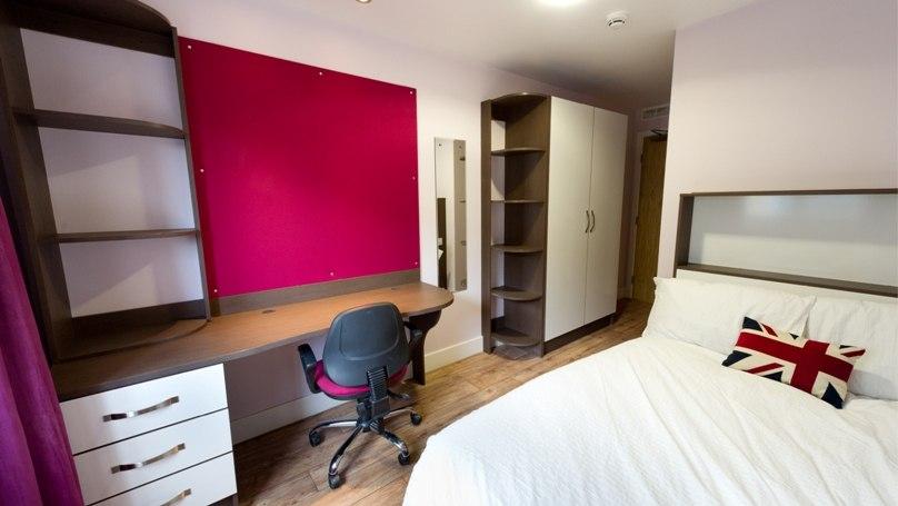 IQ-Hoxton-London-Bronze-En-Suite-Unilodgers