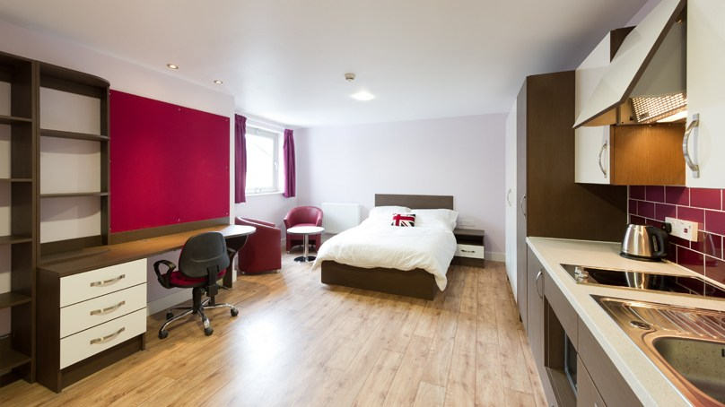 IQ-Hoxton-London-Silver-En-Suite-Shared-Balcony-Unilodgers