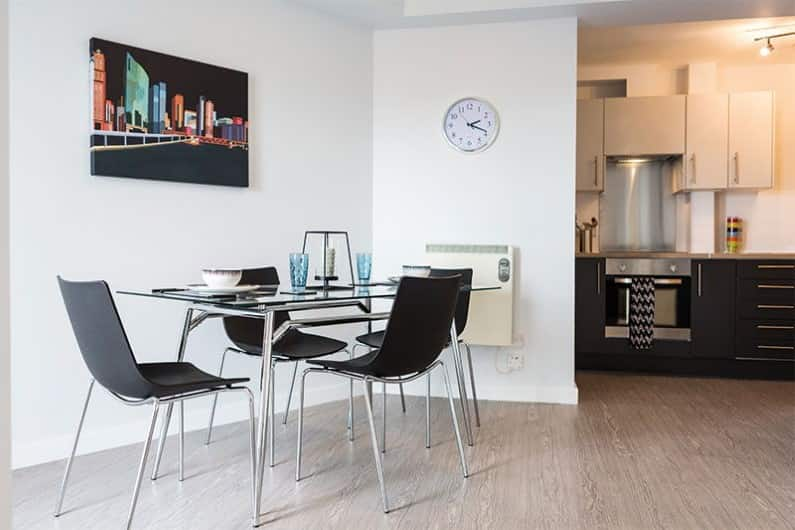 IQ-Kerria-Apartments-Manchester-Shared-Kitchen-Dining-Area-Unilodgers
