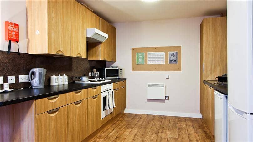 IQ-Steel-Sheffield-Bronze-En-Suite-Room-2-Unilodgers
