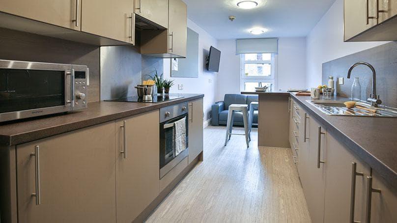 IQ-Steel-Sheffield-Bronze-En-Suite-Shared-Kitchen-1-Unilodgers