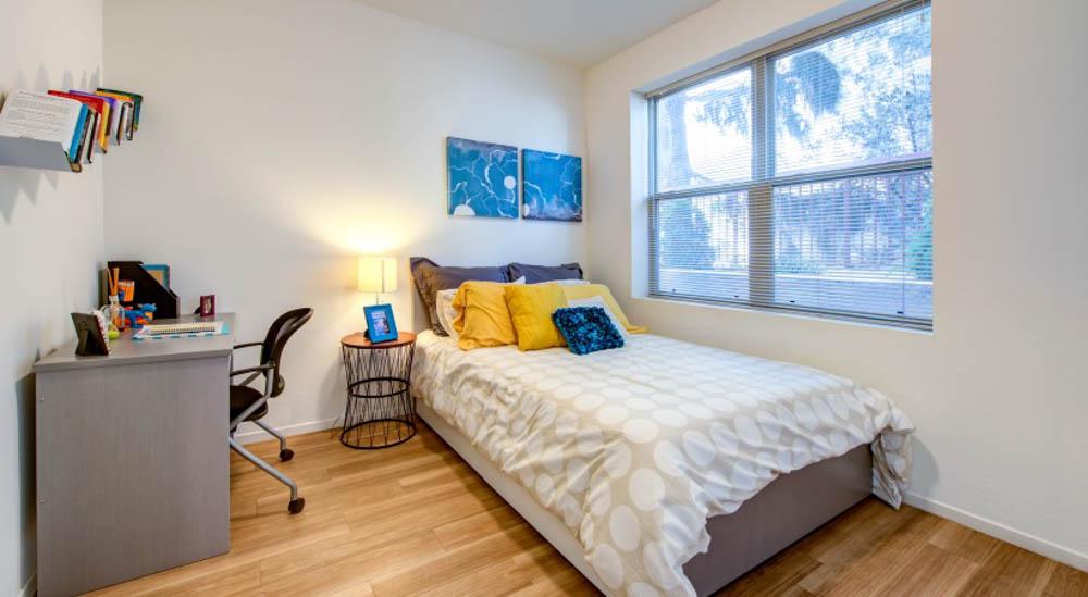 Icon-Plaza-Apartments-Los-Angeles-CA-Bedroom-2-Unilodgers