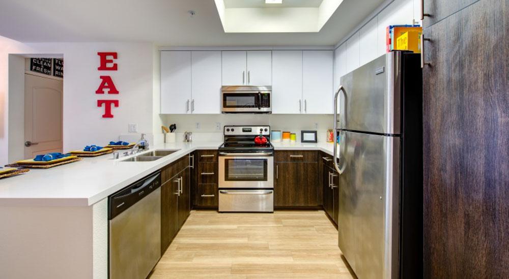 Icon-Plaza-Apartments-Los-Angeles-CA-Kitchen-With-Fridge-Unilodgers