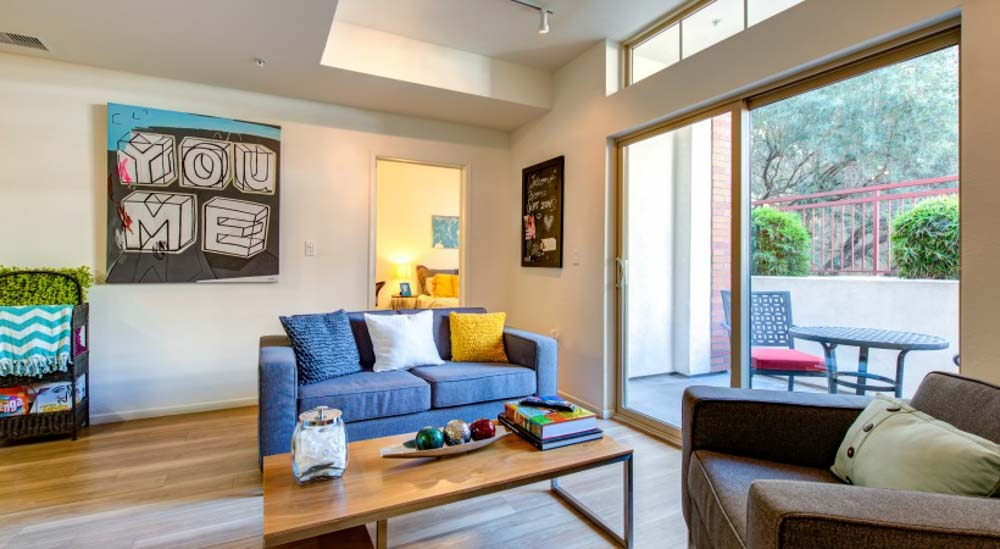 Icon-Plaza-Apartments-Los-Angeles-CA-Living-Area-Unilodgers