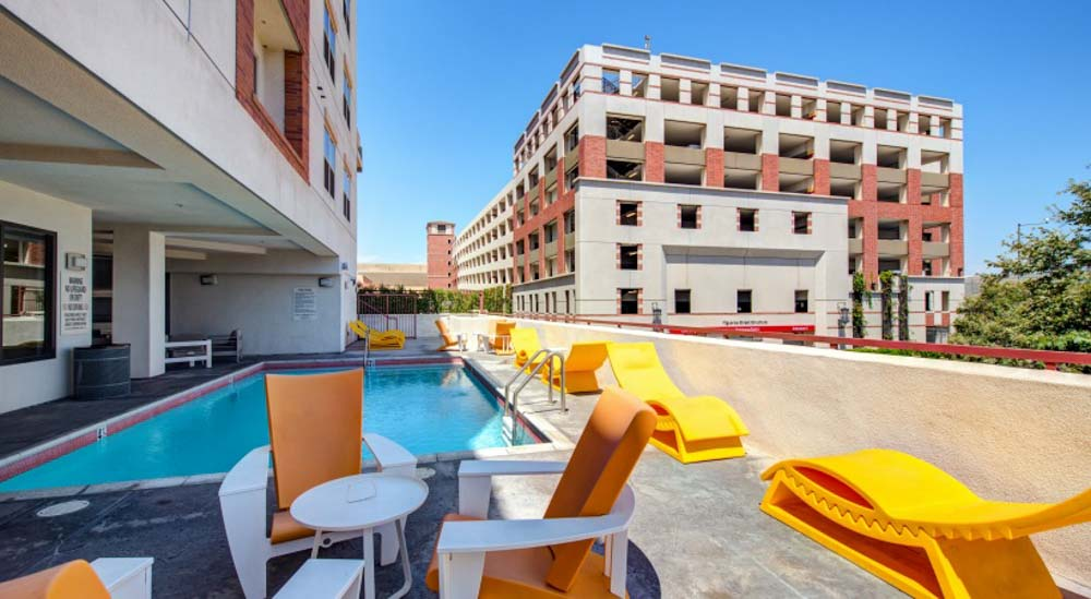 Icon-Plaza-Apartments-Los-Angeles-CA-Swimming-Pool-Unilodgers
