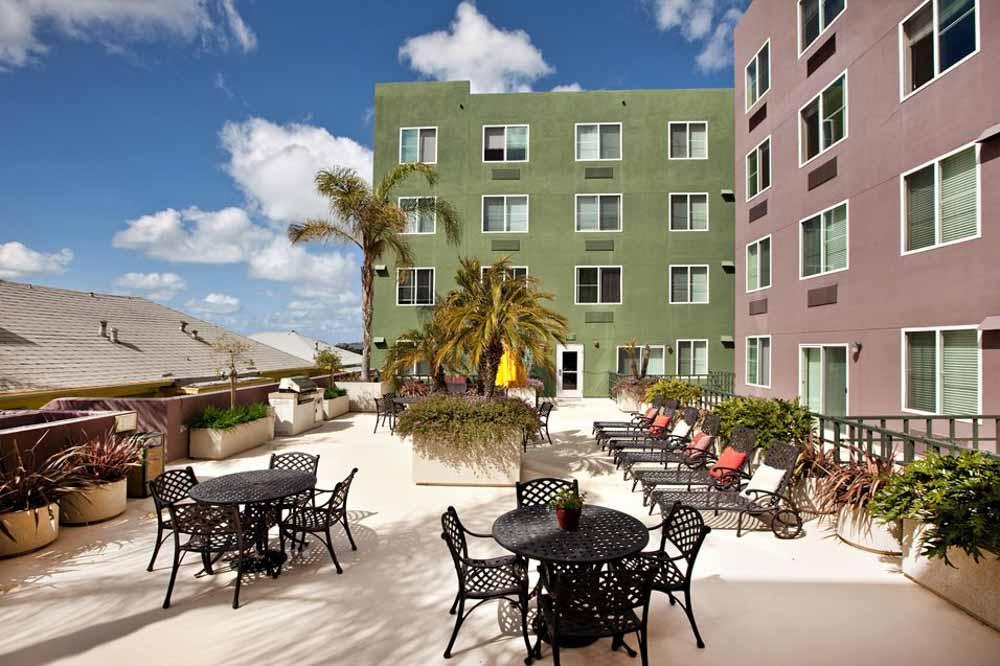 Il-Palazzo-San-Diego-CA-Sky-Courtyard-Unilodgers
