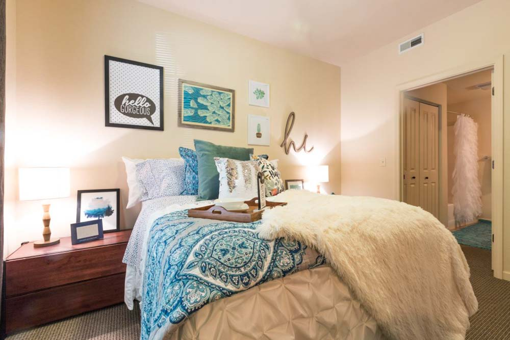 Irish-Row-South-Bend-IN-Bedroom-Unilodgers