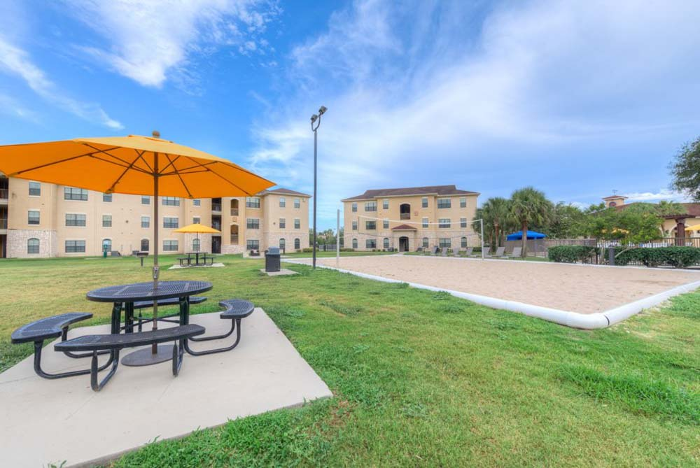 Javelina-Station-Kingsville-TX-Outdoor-Courtyard-Unilodgers