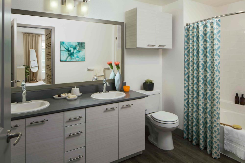Jefferson-Platinum-Triangle-Anaheim-CA-Bathroom-Unilodgers