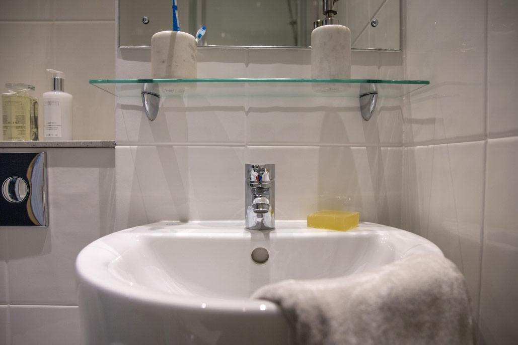 Jesmond-Apartments-Newcastle-Bathroom-1-Unilodgers