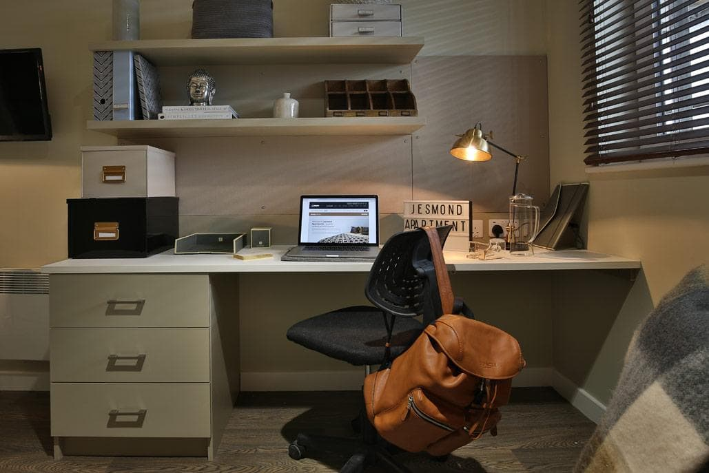 Jesmond-Apartments-Newcastle-Study-Desk-Unilodgers