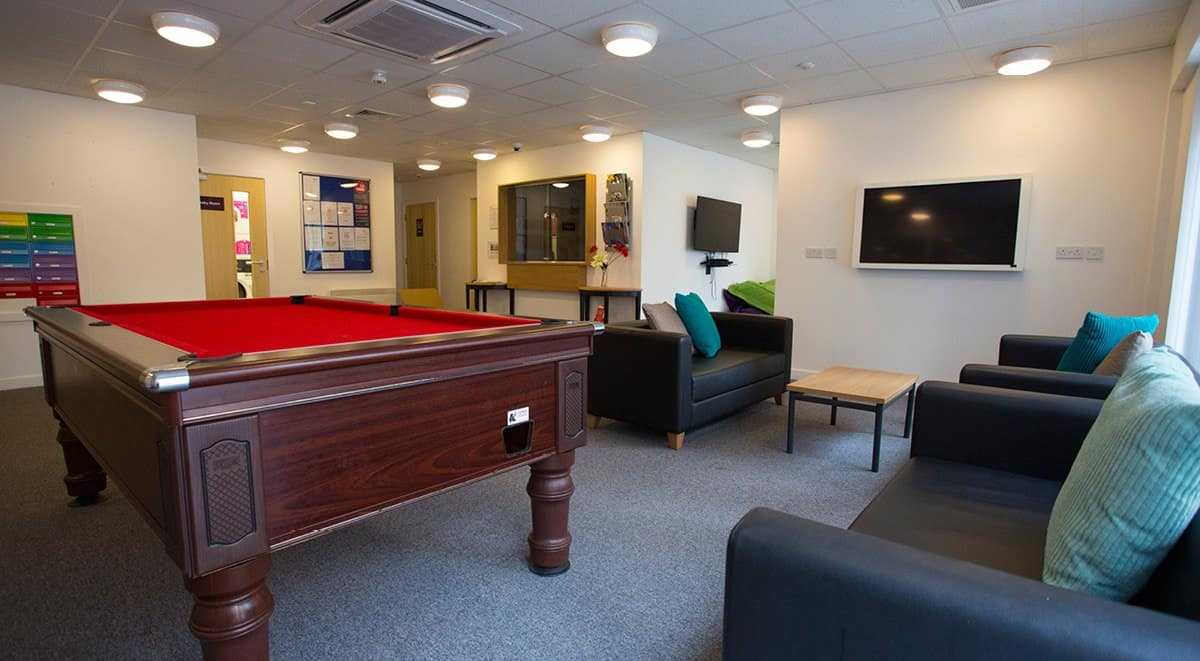 Kelvingrove-House-Glasgow-Pool-Table-Unilodgers