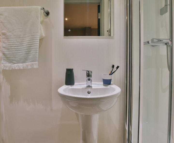 Kingsmill-Studios-Huddersfield-Washroom-Unilodgers