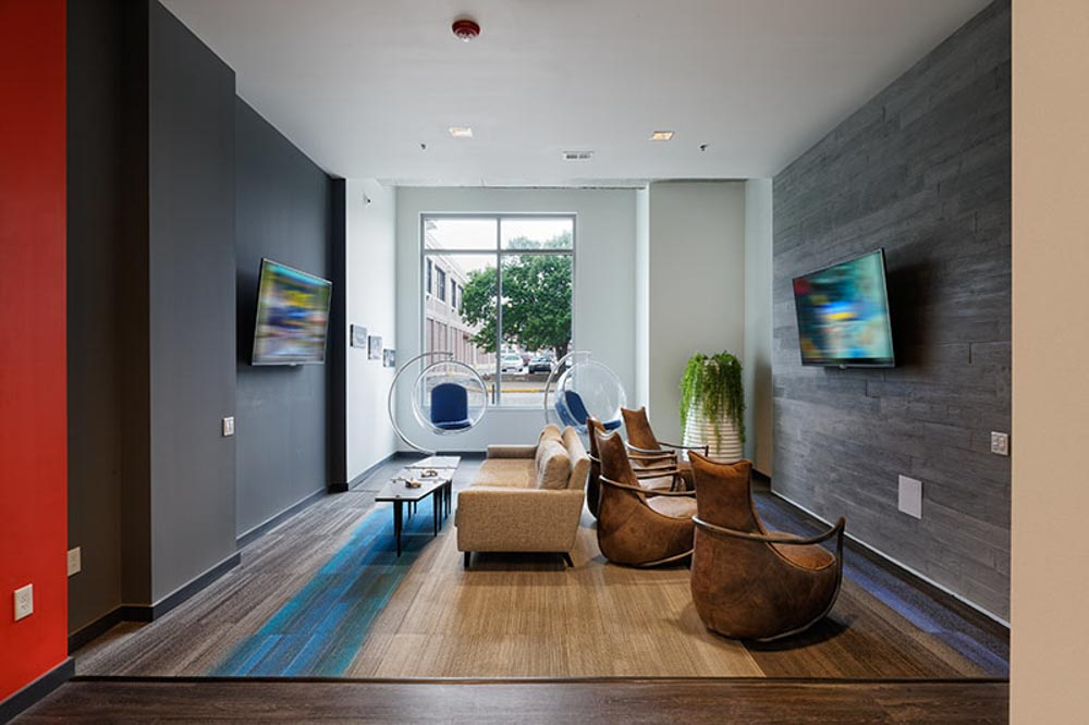 LUX-on-Capitol-Indianapolis-IN-Media-Lounge-Unilodgers