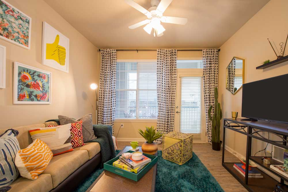 Lafayette-Place-Oxford-MS-Living-Area-With-TV-Unilodgers