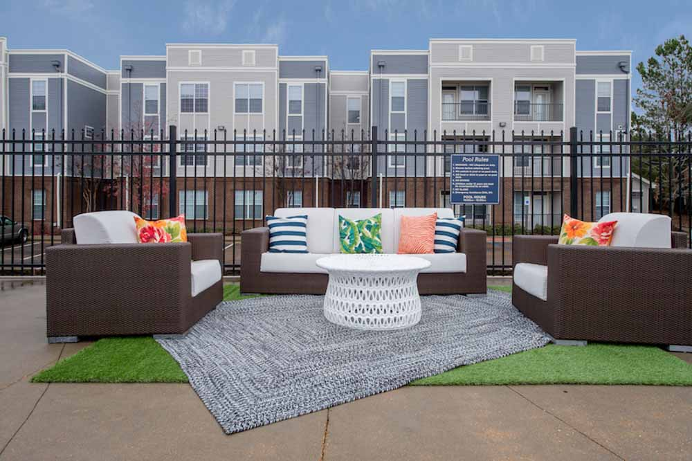 Lafayette-Place-Oxford-MS-Outdoor-Courtyard-Unilodgers