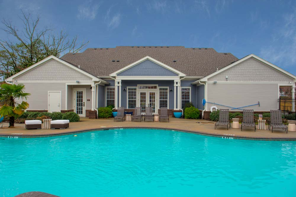 Lafayette-Place-Oxford-MS-Swimming-Pool-Unilodgers