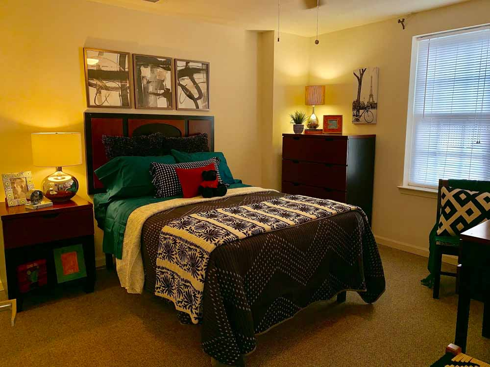 Lakeview-At-Market-District-Statesboro-GA-Bedroom-Unilodgers