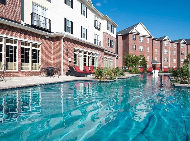 Lakeview-At-Market-District-Statesboro-GA-Swimming-Pool-Unilodgers