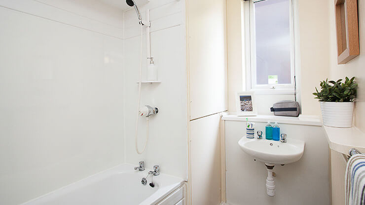 Larch-House-Liverpool-Bathroom--Unilodgers