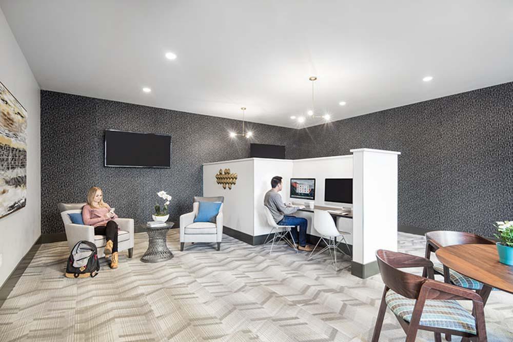 Lark-Bellingham-WA-Computer-Lounge-Unilodgers