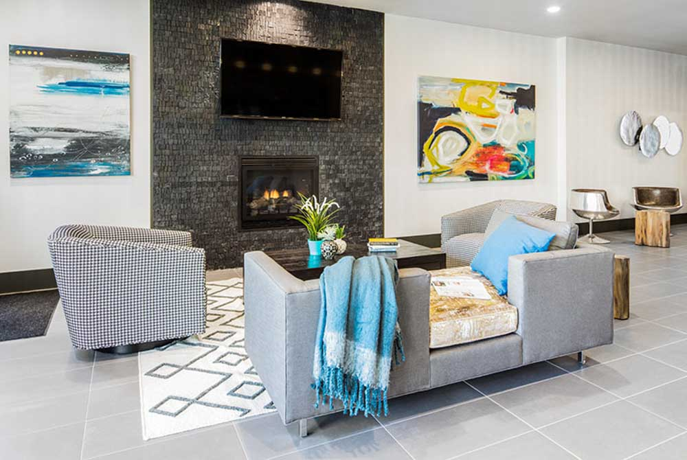 Lark-Bellingham-WA-Living-Area-With-TV-Unilodgers