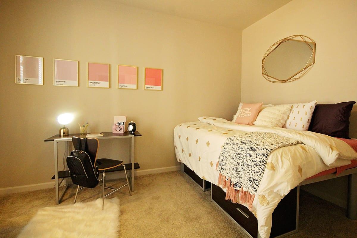 Lark-Tuscaloosa-AL-Bedroom-2-Unilodgers